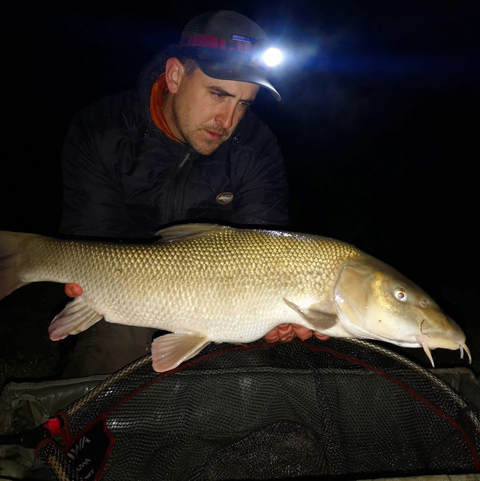 This image has an empty alt attribute; its file name is Night-fishing-barbel.jpg